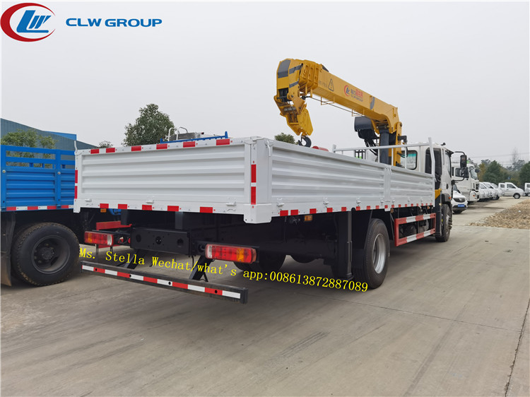 XCMG 6.3tons crane mounted on FOTON truck