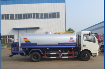 Best quality 6 wheel 5 ton small tank water sprinkling truck for sale